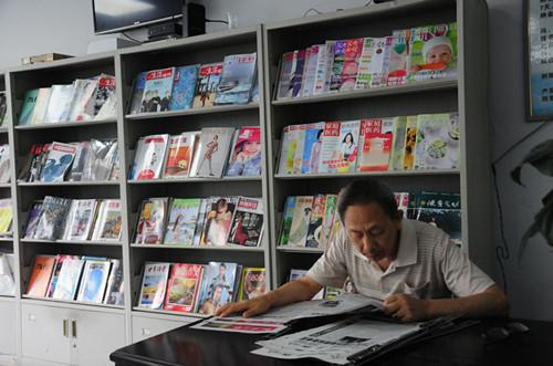 """石柱县图书馆暑假末期座无虚席 学生每天坚持""""泡馆"""""""